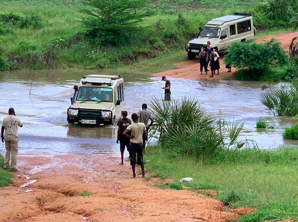 Kenya doTERRA river crossing